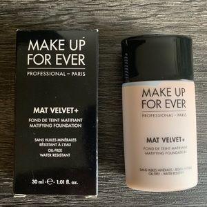 *NEW* Mat Velvet + Foundation #45 Make Up For Ever
